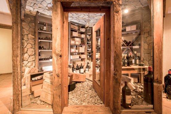 Silvaplana, Schweiz: Weinkeller