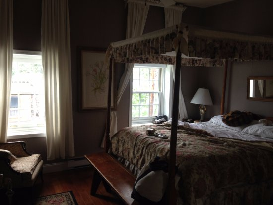 Pig Hill Inn: Belle Vista Room (third floor)