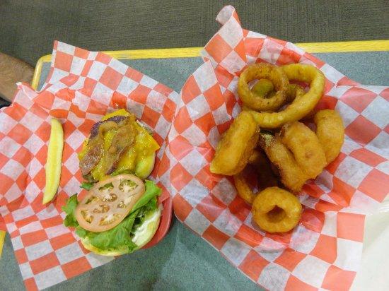 Shenandoah Heritage Market : The Heritage burger and rings were so-so unfortunately.