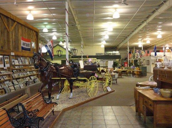 Shenandoah Heritage Market : Welcoming entrance area.