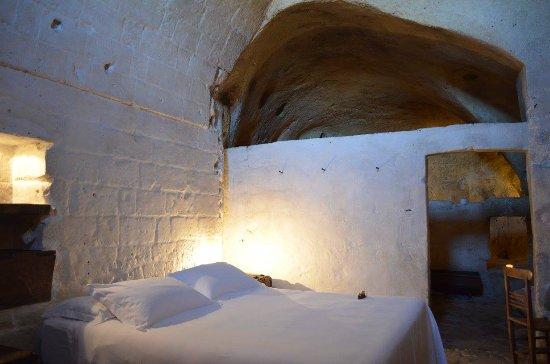 Camera delux con vasca da bagno foto di sextantio le grotte