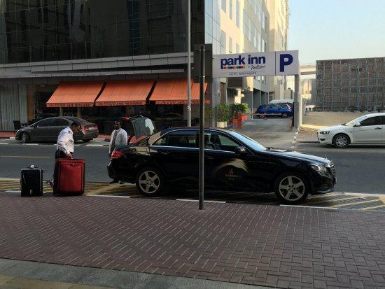 Novotel Suites Dubai Mall of the Emirates: Emirates pickup/hotel doorman