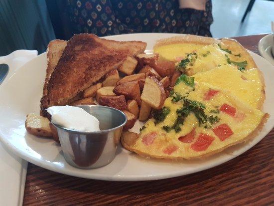 Room 39: Veggie omelette and toast
