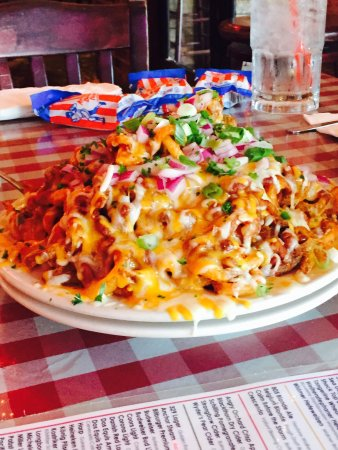 Heroes Bar & Grill: 1/2 Order Chili Cheese Fries