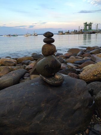 Lincolnville, ME: Stack some stones while waiting for the great food.