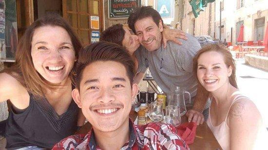 Vitrolles, Francia: Selfie avec Nathalie et Gilles, restaurant convivial et familial