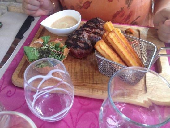 Auribeau-sur-Siagne, France: le steack de 300G avec sa sauce aux cépes