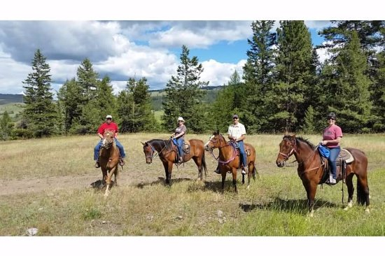 Eden Valley Guest Ranch: Trail ride!