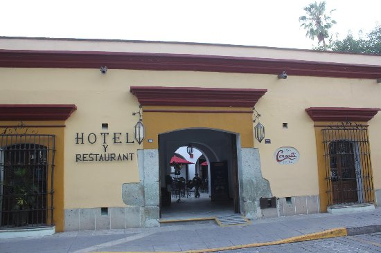 هوتل كازا كونزاتي: ホテルの外観