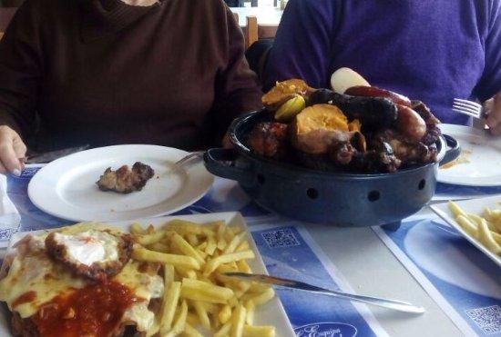 La Esquina Azul: Milanesa napolitana y parrillada especial