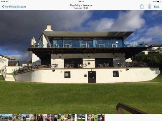 Kenmore Hotel: Hotel showing the dinning room windows & veranda