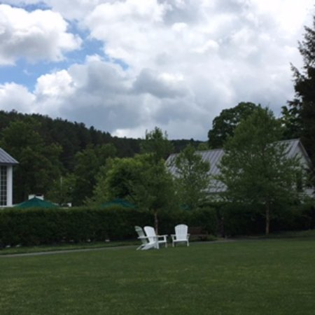 Woodstock Inn and Resort: back lawn