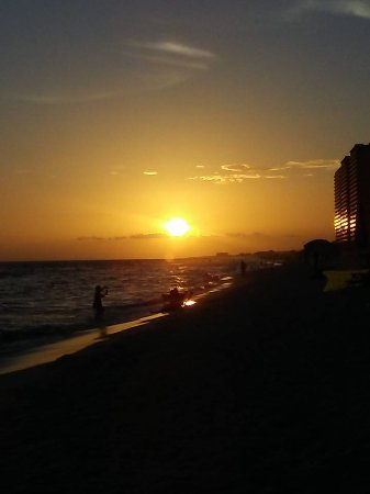 Emerald Isle Resort and Condominiums: This is the view of the sun setting from our balcony.