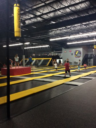 Sep 30, · Defy Gravity Raleigh is a trampoline park that my kid loves! We went on a Saturday for a pm jump. The girls agreed they only wanted to do 30 mininutes which proved to be enough time for them to have fun/ Yelp reviews.