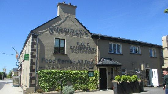 Milltown, Irlanda: Außenansicht Sheridan's Bar & Restaurant