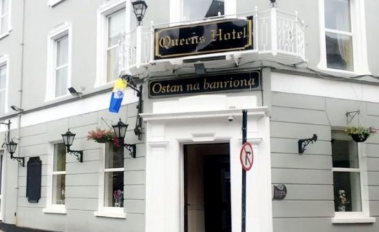 Queens Hotel & Night Club: Queens Hotel Abbey Street Ennis