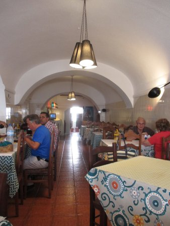 Portel, Portugal: The dining area of the restaurant-
