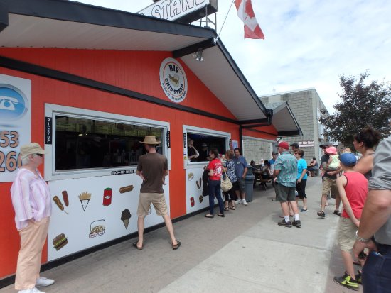 Sturgeon Falls, แคนาดา: No vacation complete without our fries or ice cream !