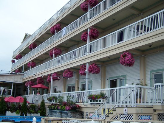Chippewa Hotel Waterfront: The lake side balconies.