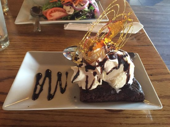 The Fo'c'sle: Chocolate brownie dessert