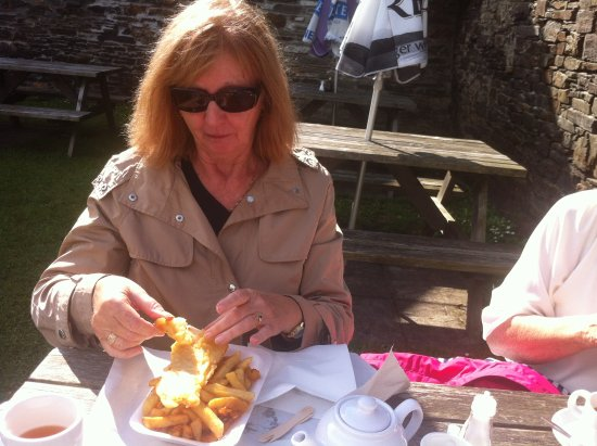 Boscastle, UK: Enjoying gluten-free fish and chips!