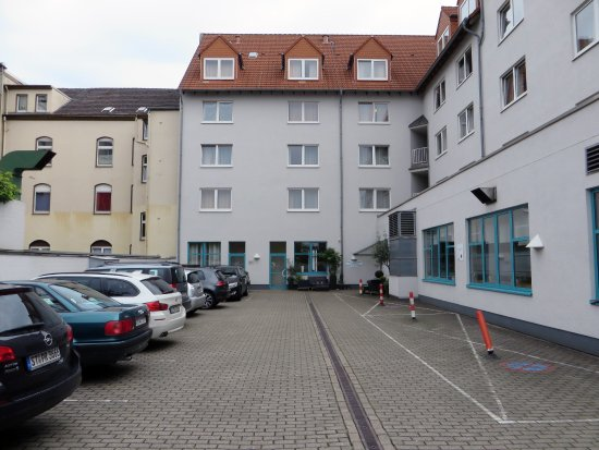 Hotel Residenz Oberhausen: Car park. There is also a parking garage.