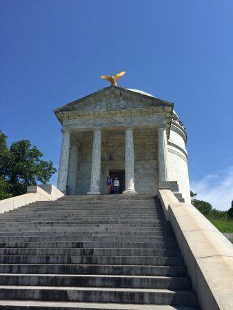 Vicksburg National Military Park: Inside the Illinois monument are lists of names of those who fought!