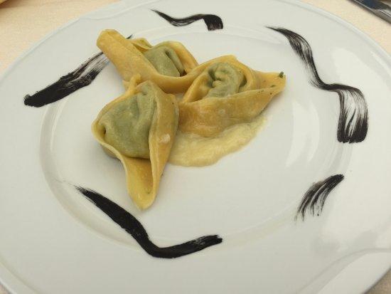 Spresiano, Ιταλία: ravioli con ripieno di ricotta e rosoline