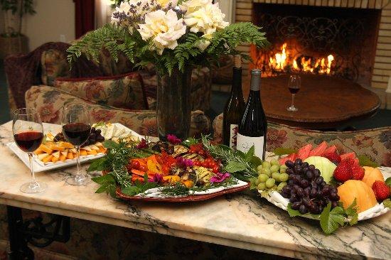 Ballard, CA: Wine & Hors D'oeuvres
