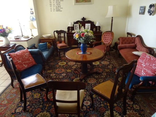 Malmesbury, Afrique du Sud : Sitting room with authentic antiques