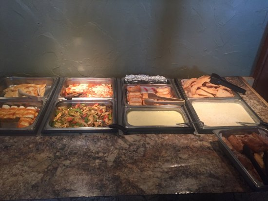 Arnolds Park, IA: Lunch buffet line. Great food and a good price