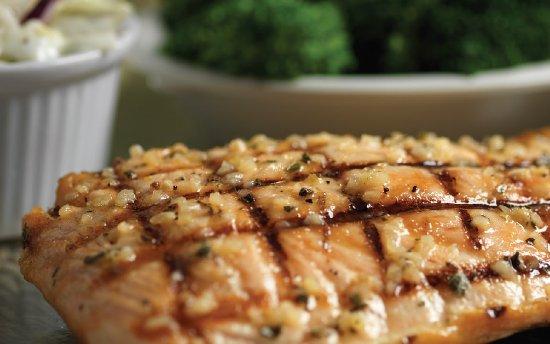 Flanigan's Seafood Bar and Grill: Fresh Salmon