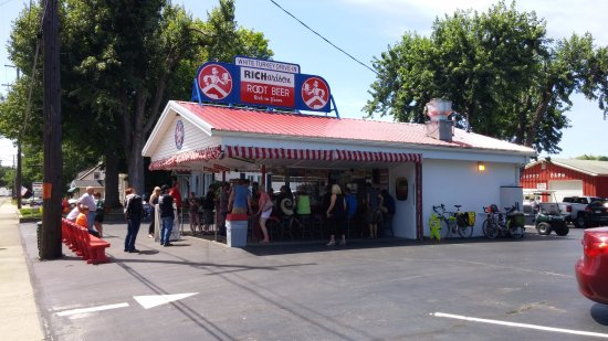 White Turkey Drive-In: White Turkey Drive in, small but worth the stop!