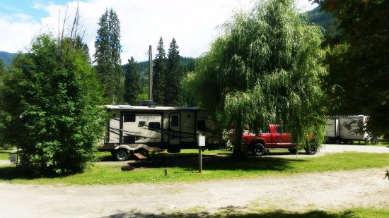 Williamson's Lake Campground: Pull through full service site