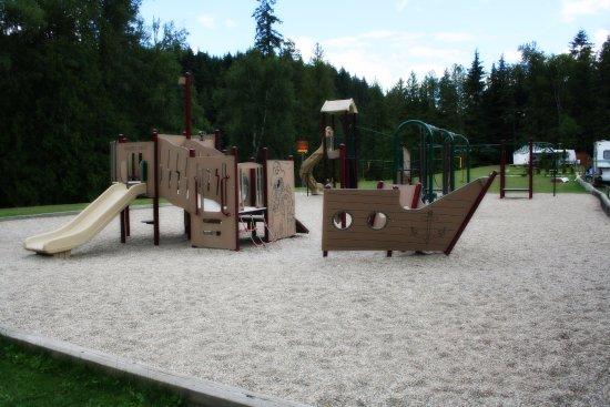 Williamson's Lake Campground: Playground