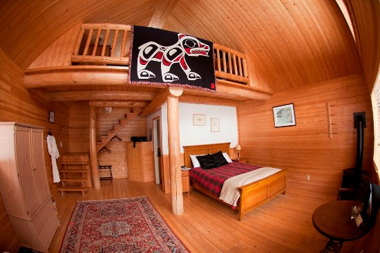 Tweedsmuir Park Lodge: Loft Chalet interior