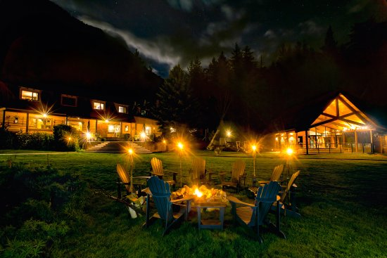 Stuie, Kanada: Enjoy a drink or s'mores around our firepit
