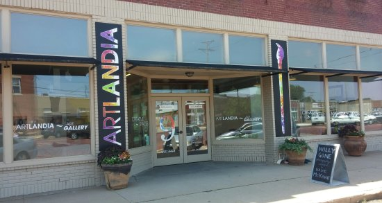 Hutchinson, KS: Artlandia Gallery and Creative Spaces, 9 West Avenue B