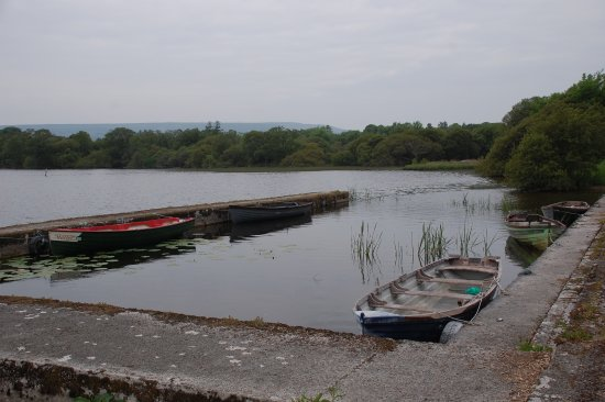 Ballynary, Irland: Just down the road fro the hostel is the local jetty, and boat slip.