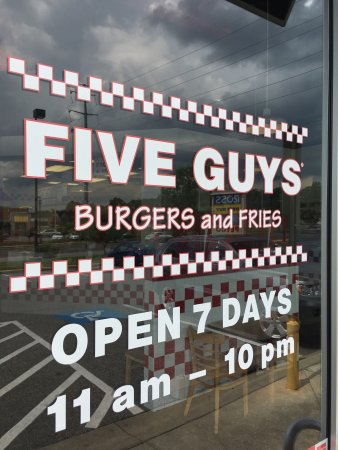 California, MD : Inside 5 Guys