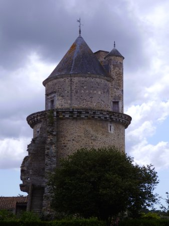 Apremont, Fransa: Tour ouest