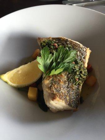 Barna, Irlandia: Hake with Potatoe Parmentiers, Chorizo, Spinach, Sauce Vierge