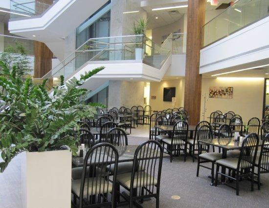 Bannockburn, IL: Our Atrium Dining Area
