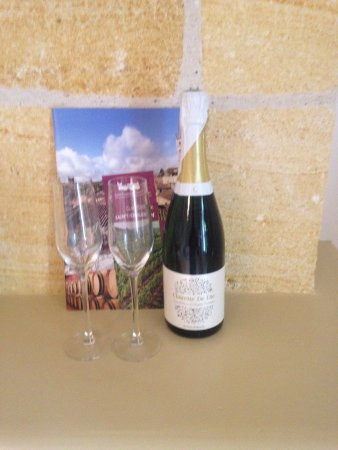 Saint Magne de Castillon, France : our anniversary gift from the lovely Ellie