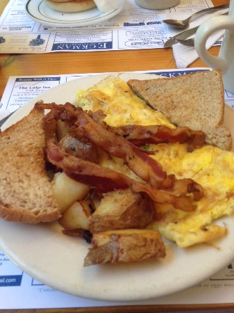 Bradford, NH : Omelette, potatoes, bacon and toast