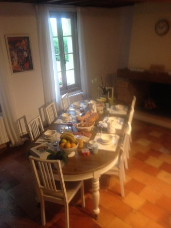 Saint Magne de Castillon, France: AMAZING breakfast