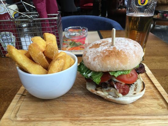 The Lodge Tavern: Mexican Chicken Burger