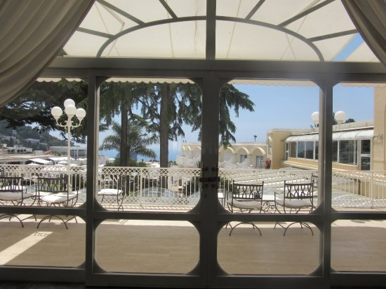 Grand Hotel Quisisana: view to the pool and sea