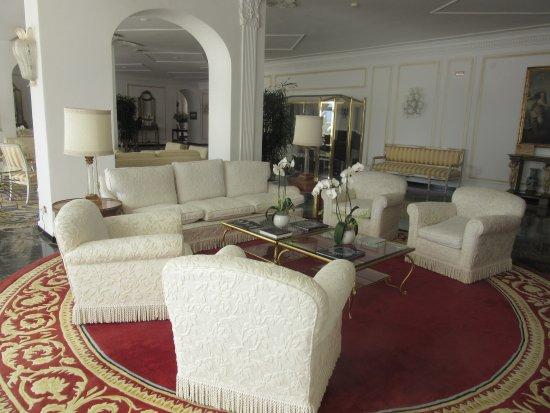 Grand Hotel Quisisana: lovely lobby