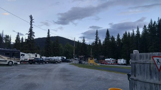 Blairmore, Canadá: 20160711_212210_HDR_large.jpg
